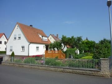 Kleines Häuschen mit schönem Garten zum Renovieren, 97509 Kolitzheim / Oberspiesheim, Einfamilienhaus