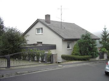 Großzügiges und gepflegtes Einfamilienhaus mit Einliegerwohnung, 97453 Schonungen / Marktsteinach, Einfamilienhaus