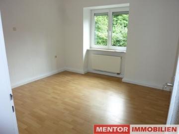 Kleine 2,5 Zimmerwohnung mit Einbauküche, Gartenmitbenutzung und Garage, 97453 Mainberg-Schonungen, Etagenwohnung