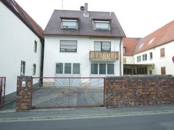 Ein- oder Zweifamilienhaus mit Hof, Garagen und Nebengebäude, 97469 Gochsheim, Zweifamilienhaus