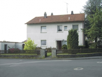 Freist. Ein- oder ZFH in attraktiver Wohnlage, 97490 Kützberg, Zweifamilienhaus
