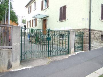 Vermietetes Mehrfamilienhaus mit zus. Nebengebäude u. 2 Garagen, 97421 Schweinfurt, Mehrfamilienhaus