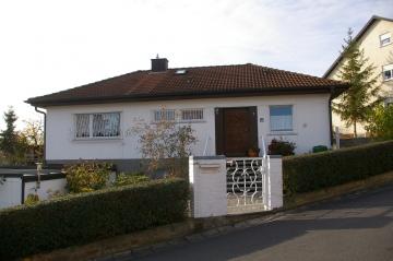 Winkelbungalow, sehr gepflegt, zwischen Würzburg und Schweinfurt, 97440 Werneck / Zeuzleben, Mehrfamilienhaus