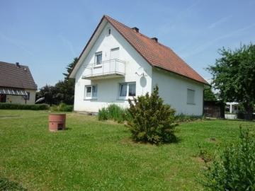 Freistehendes Einfamilienhaus mit großem Garten und Garage!, 97461 Hofheim, Einfamilienhaus